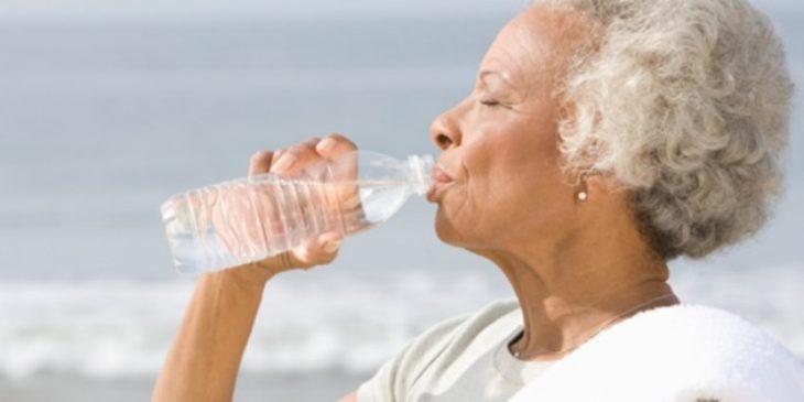 como cuidar da saúde de idosos no verão